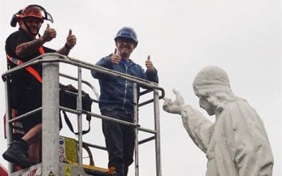 'Thumbs up' for the Baxter Statue